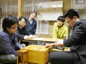 決勝戦の感想戦の様子。左が松本、右が植田。