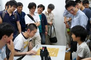 S級決勝戦終了直後。対局者左が貫島永州、右が藤本渚。